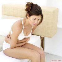 У женщины болит живот